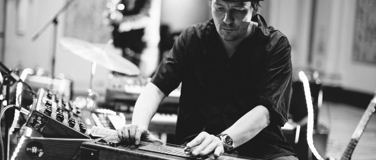 Artysta nie jest w stanie wyżyć tylko ze sprzedaży muzyki – mówi nam Andrzej Smolik