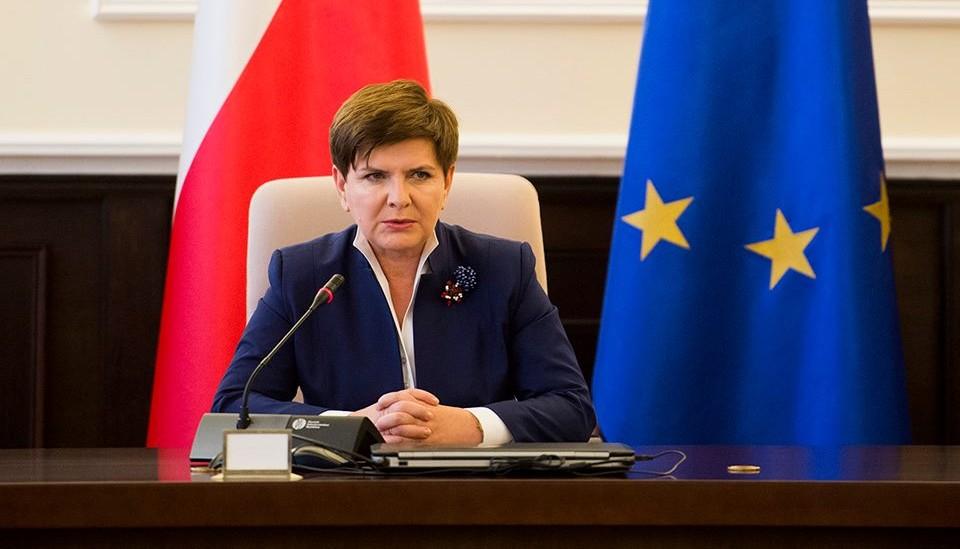 Beata Szydło blokuje znanych dziennikarzy na Twitterze. Czy coś takiego przystoi premier RP?