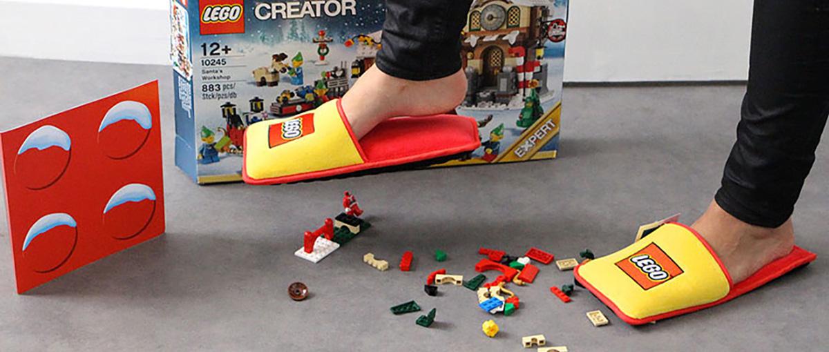 Lego rozwiązuje największy problem z dzieciństwa – oto kapcie do chodzenia po… klockach