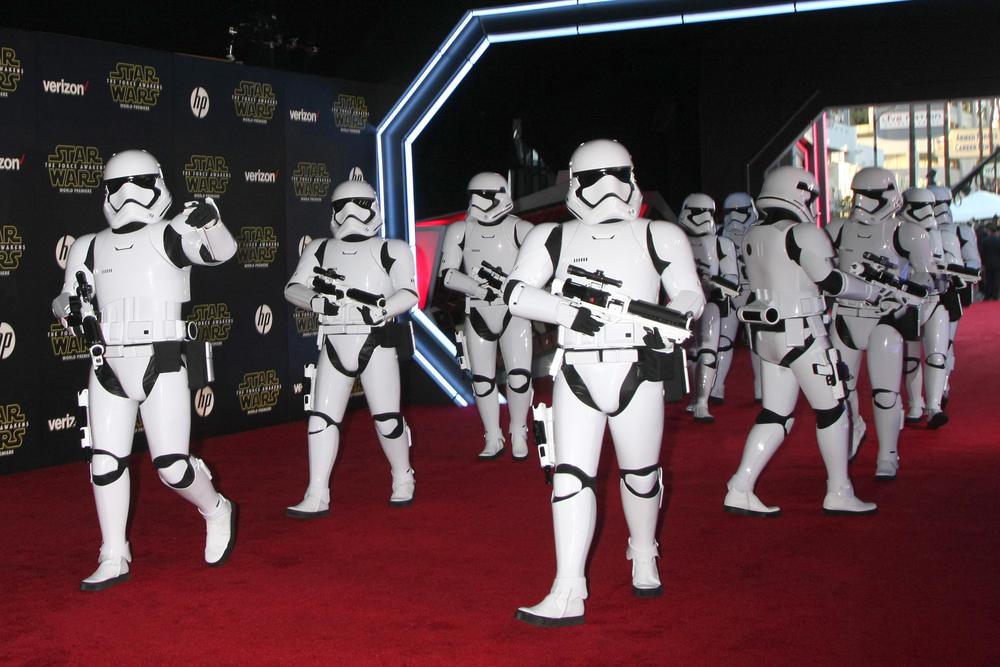 Star Wars daje rekordowe zarobki kinom w Stanach, ale… sprzedaż biletów leży
