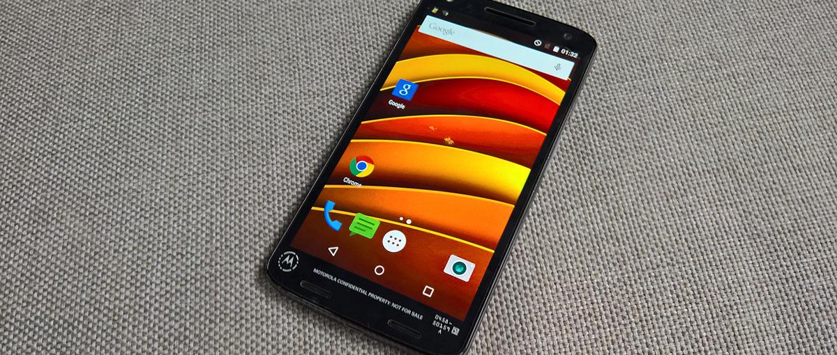 Motorola mówiła prawdę – w tym telefonie nie da się zbić ekranu. A próbowaliśmy…