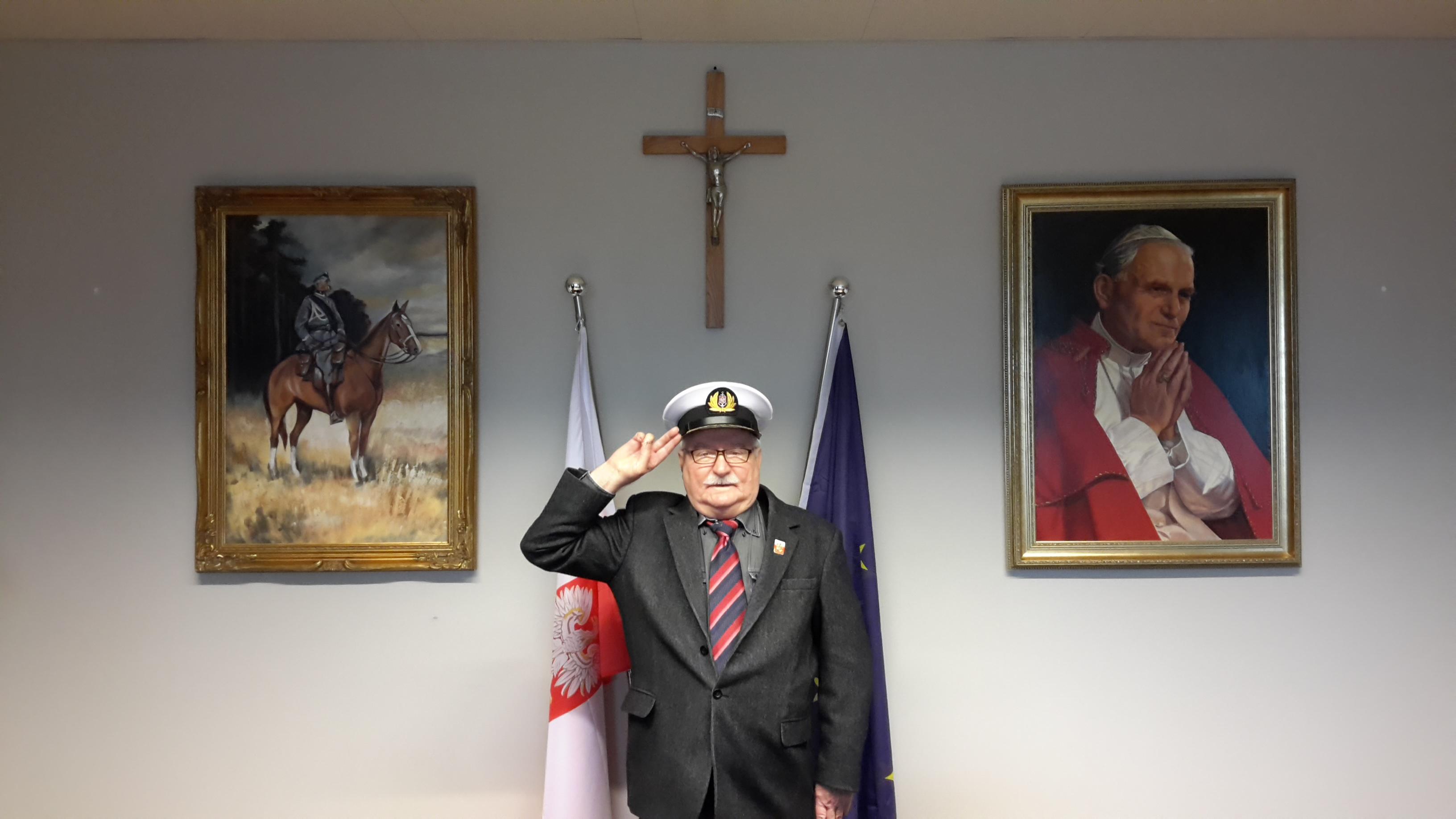 Tuż po głośnym AMA Lech Wałęsa kończy z Wykopem. Były prezydent ma już nowe miejsce w sieci