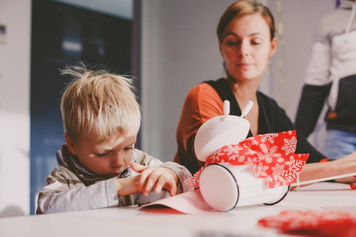 Polacy znaleźli sposób, jak uczyć programowania dzieci, które nie potrafią jeszcze pisać. Oto robot Photon