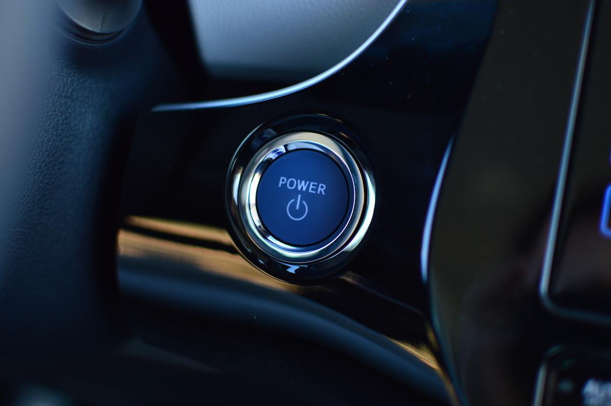 Ten samochód to drugi dom dla gadżeciarza. Skarby nowej Toyoty Prius