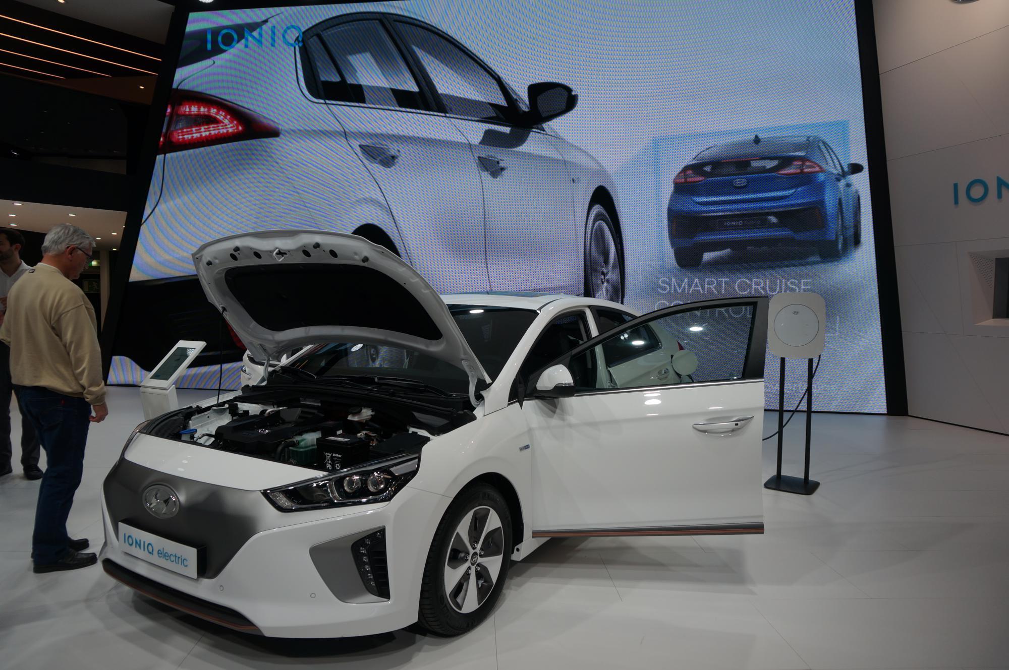 Nowy Hyundai w trzech wersjach to atak na pozycję hybrydowego hegemona – Priusa