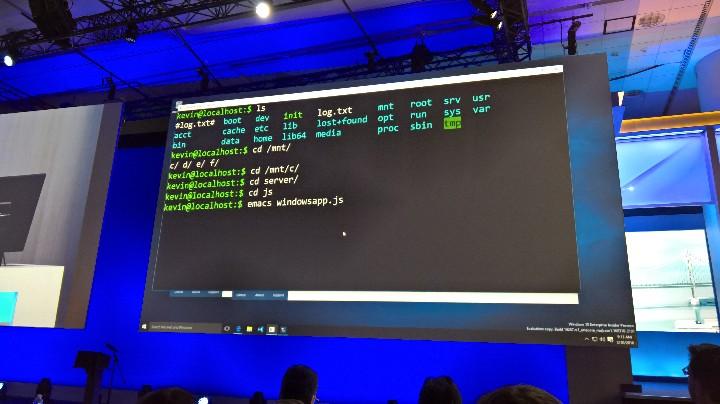 Bash trafia natywnie na Windows 10.