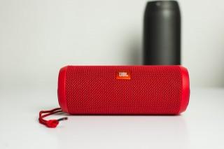 JBL Flip 3 to kompaktowy głośnik na weekendowe wypady.