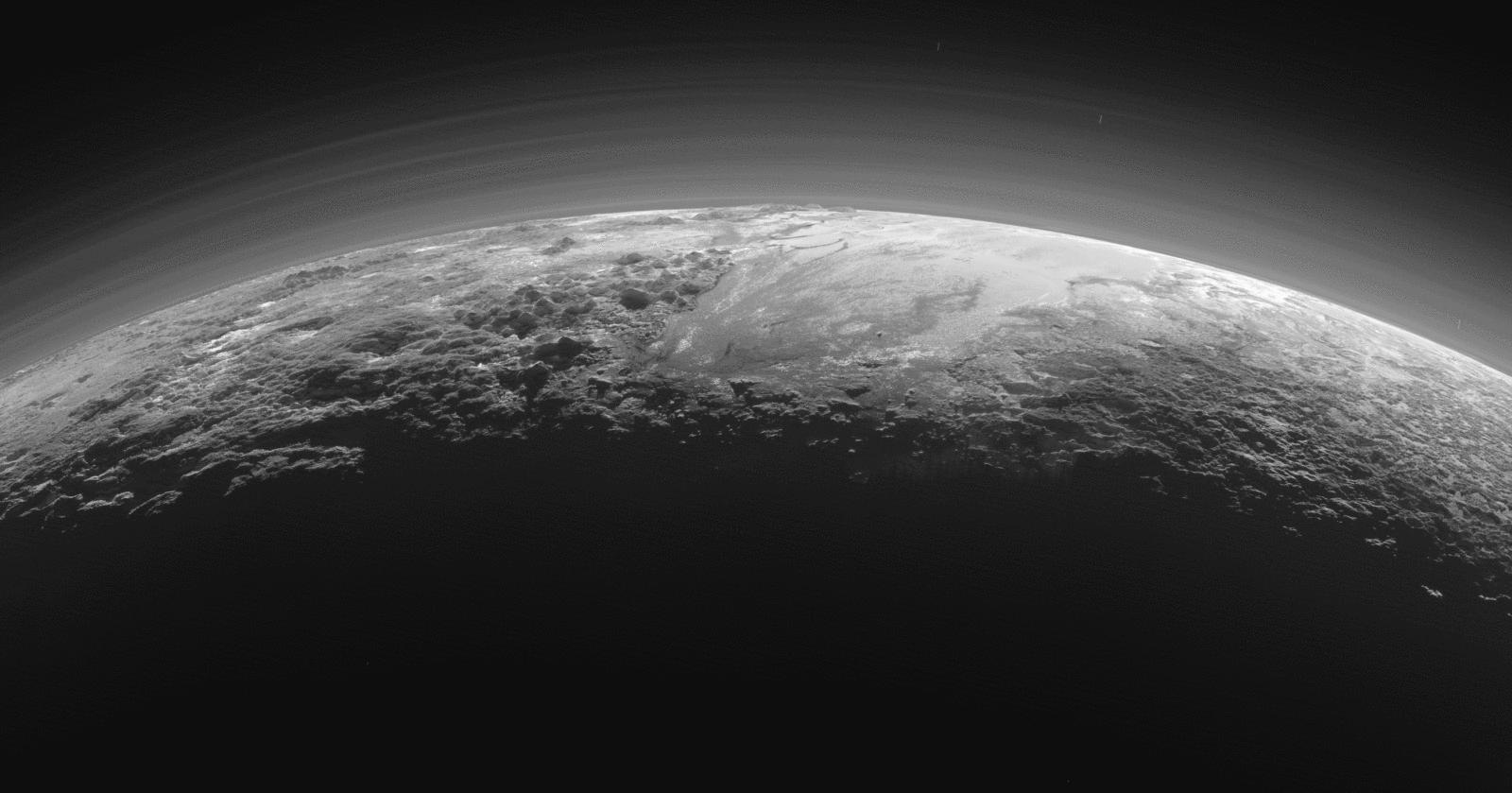 Pluton ma własną pogodę – czy w związku z tym powinien jednak być uznany za planetę?