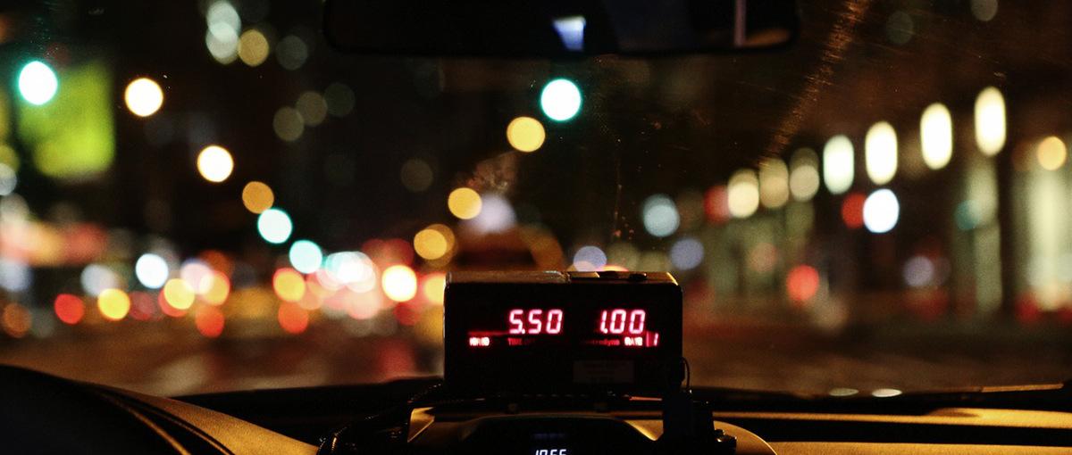 Taksówkarze walczą z Uberem ramię w ramię z detektywami i liczą na pomoc rządu
