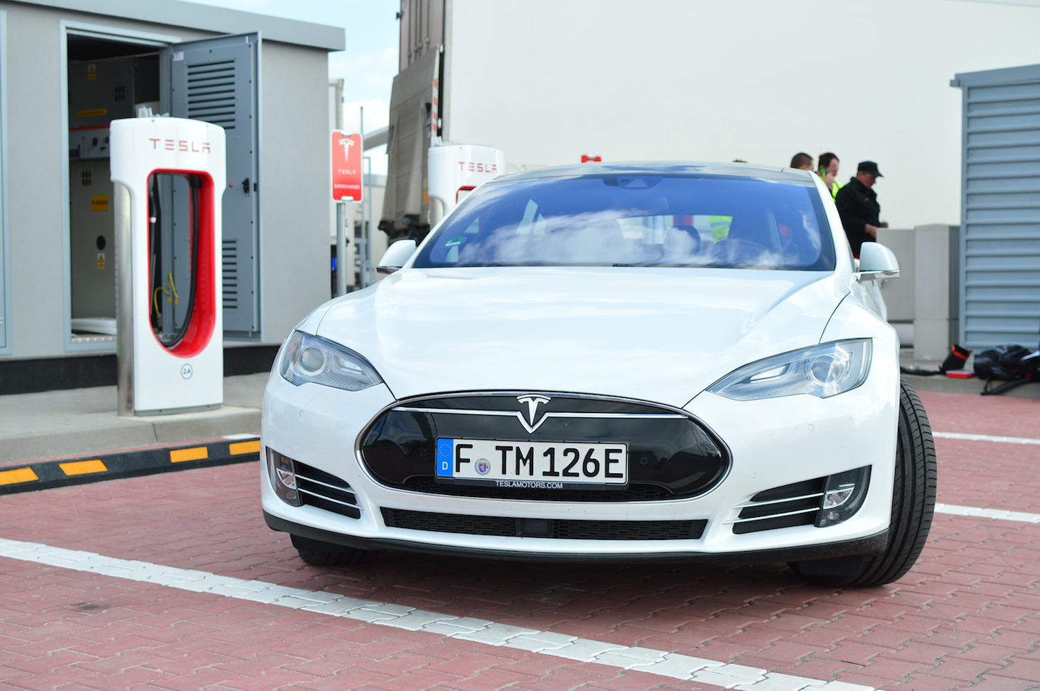 tesla model s wroclaw supercharger 3