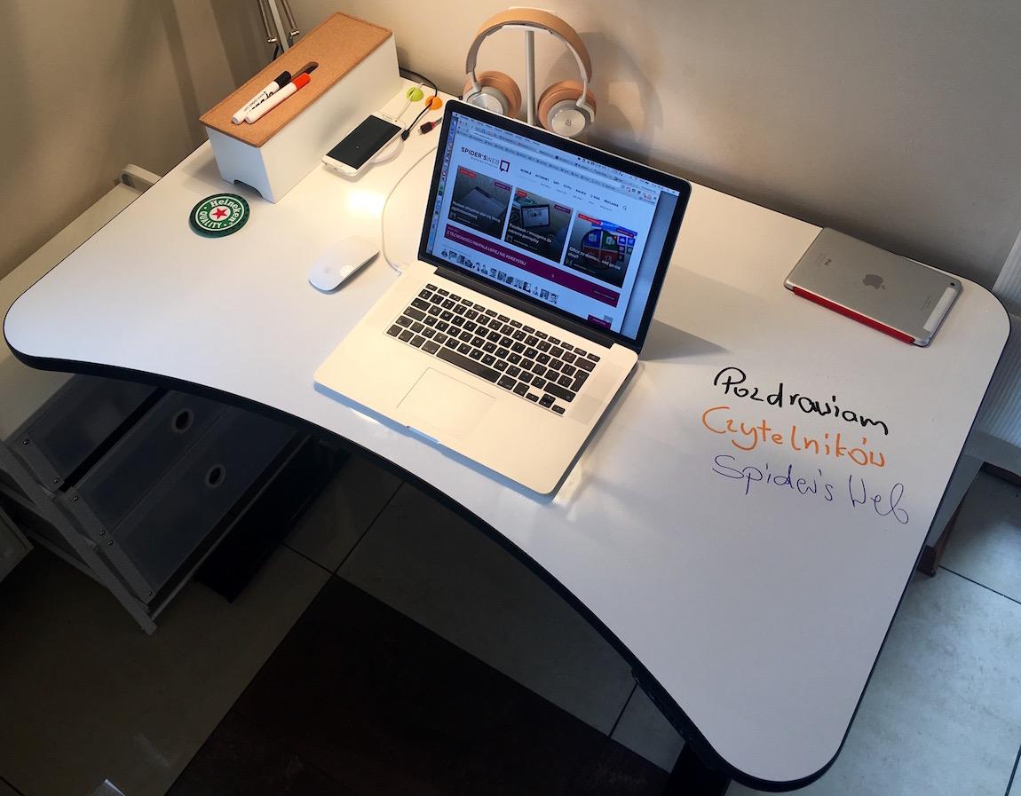 Stojąco/siedzące biurko oraz ergonomiczne krzesło – najlepsza decyzja zakupowa od lat
