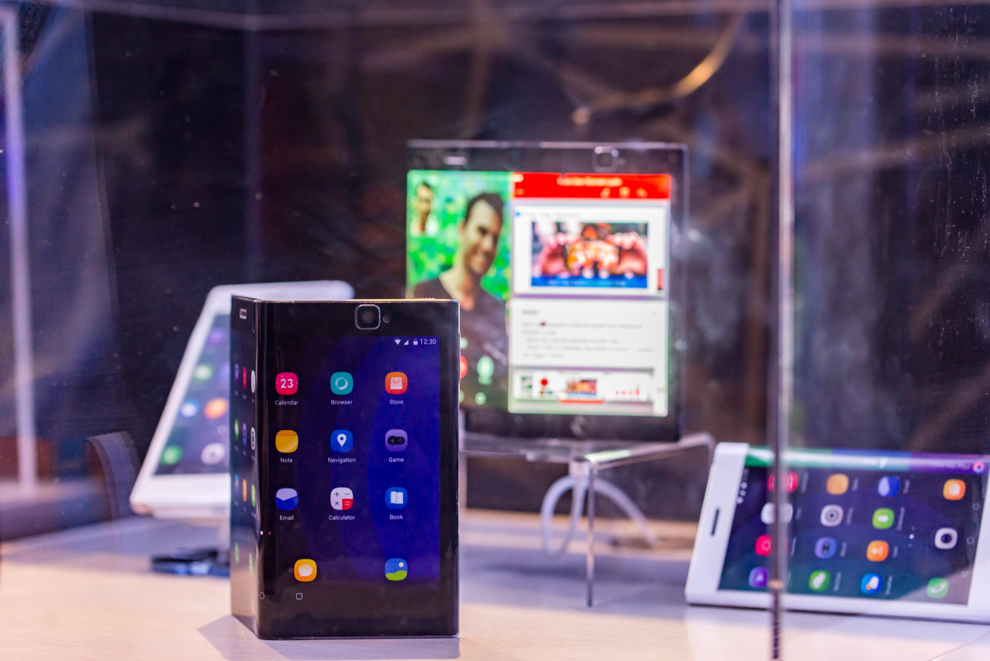 Smartfon niczym książka. Wygląda na to, że Microsoft nie porzucił marzeń o składanym telefonie