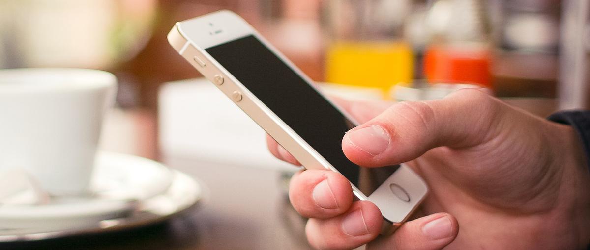 Wstydzisz się rozmawiać z Google Now czy Siri? Nie jesteś sam