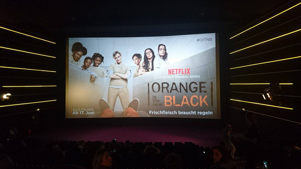 "Sala kinowa podczas pokazu ""Orange Is the New Black"""