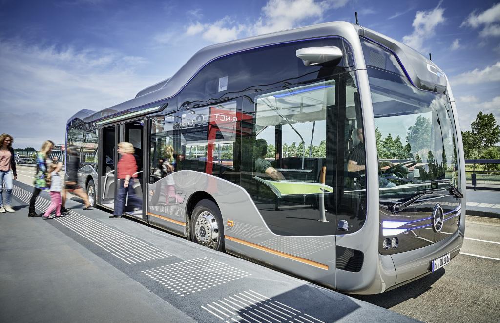 Autobus, którego kierowca będzie mógł podczas jazdy bezkarnie łapać Pokemony