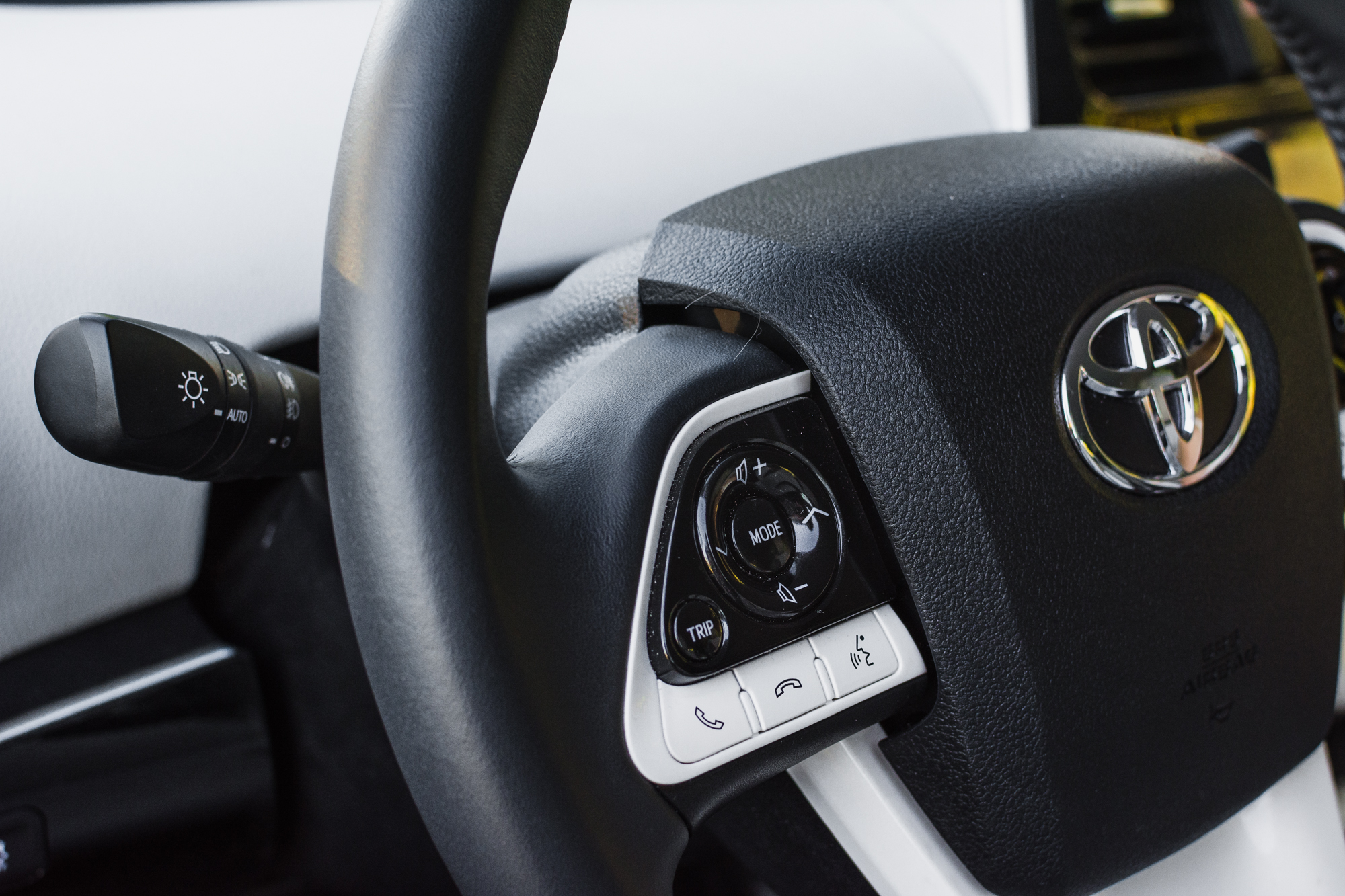 Toyota-Prius-srodek-10