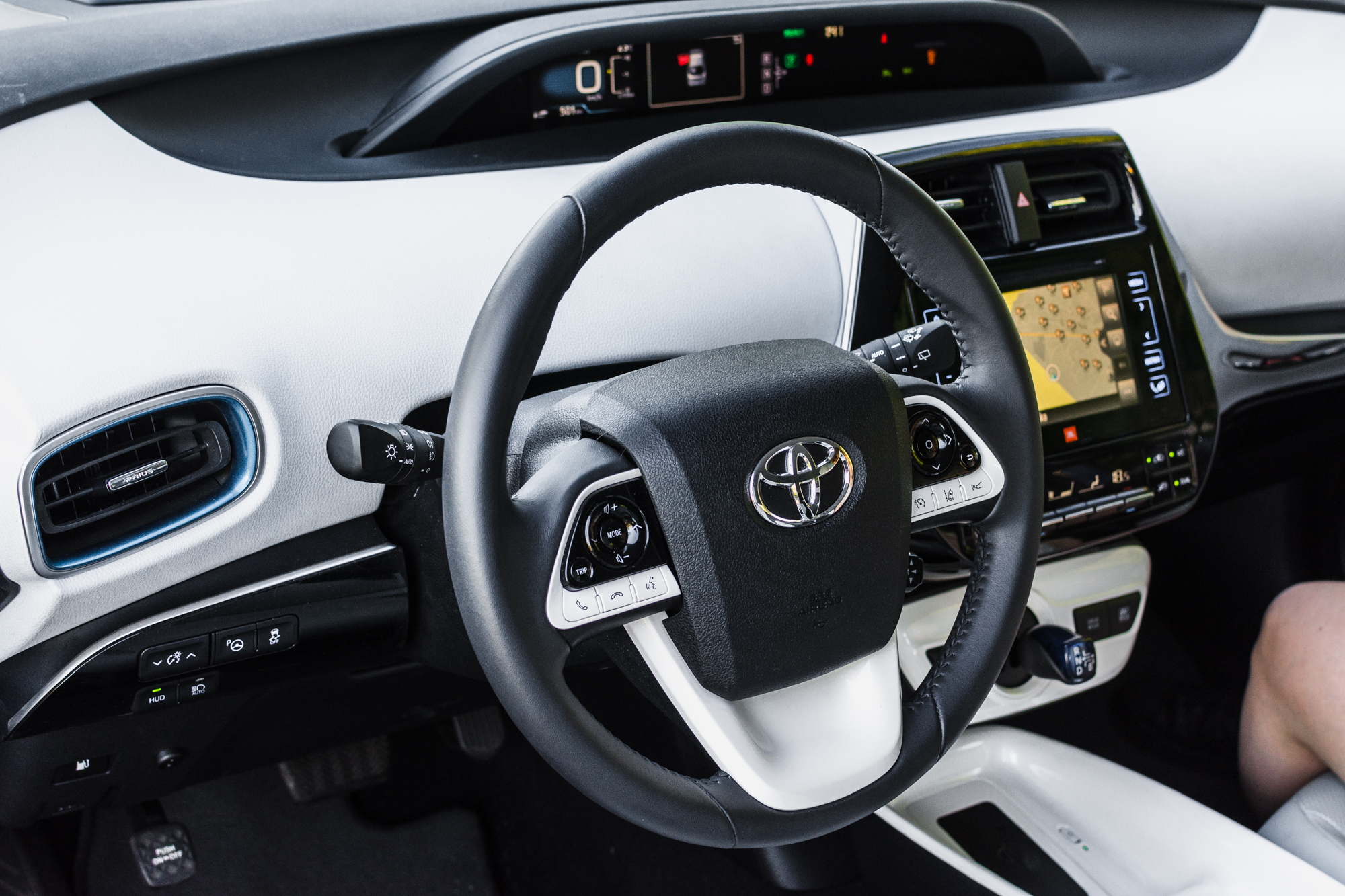 Toyota-Prius-srodek-4