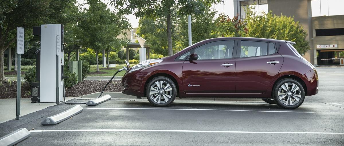 Samochód z napędem elektrycznym jako auto rodzinne? Nissan udowadnia, że to możliwe