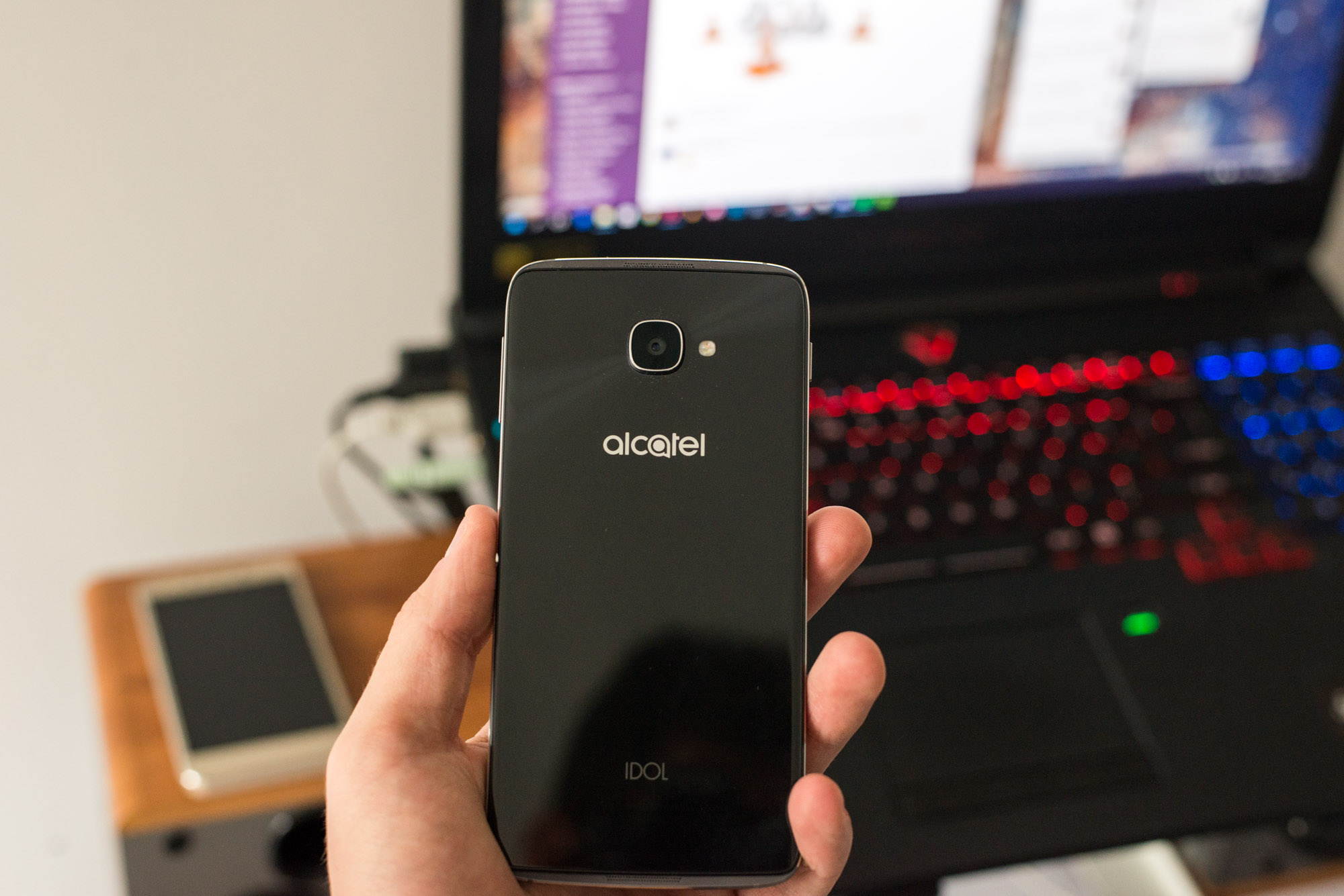 Alcatel-Idol-4-4s-2