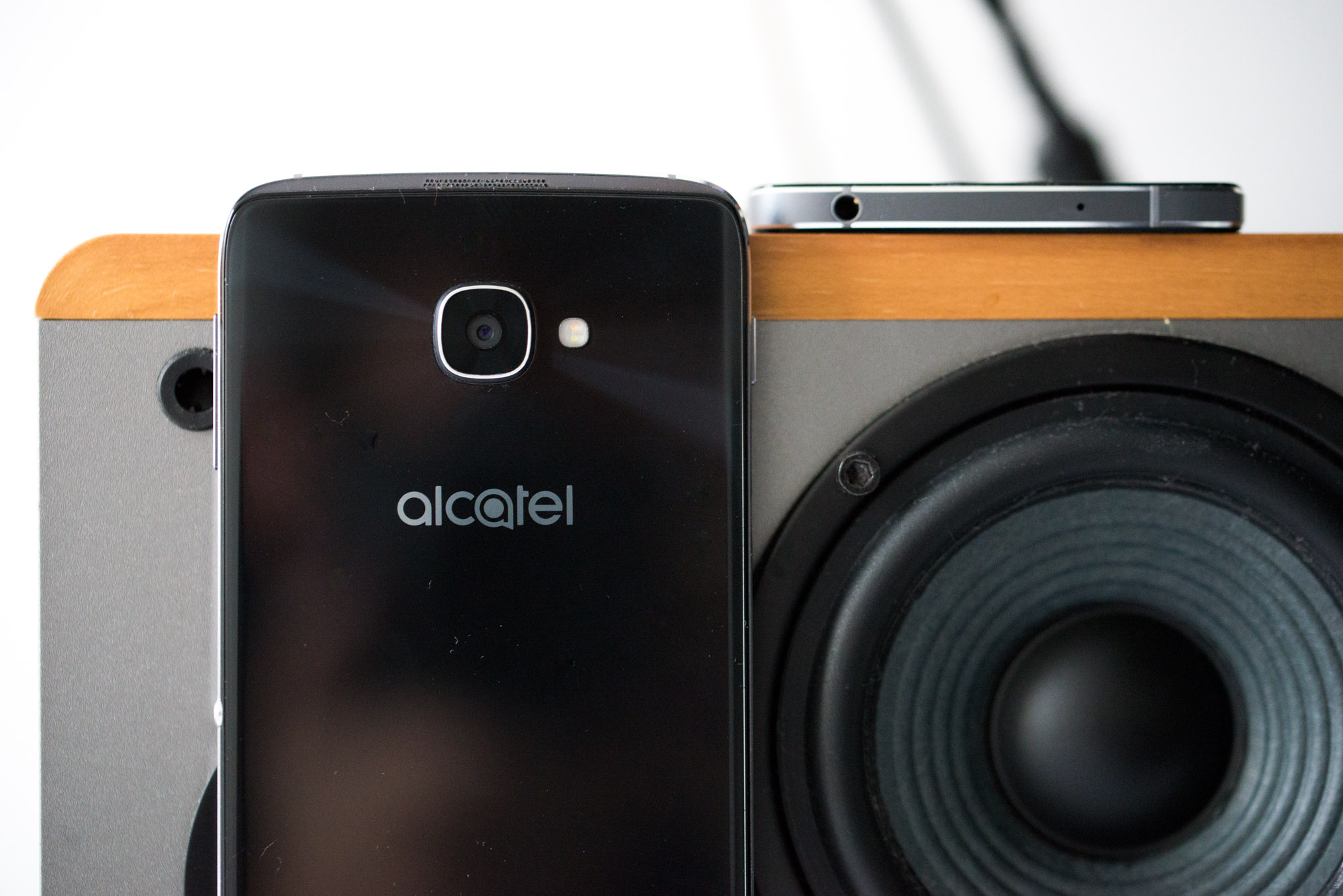 Alcatel-Idol-4-4s-9