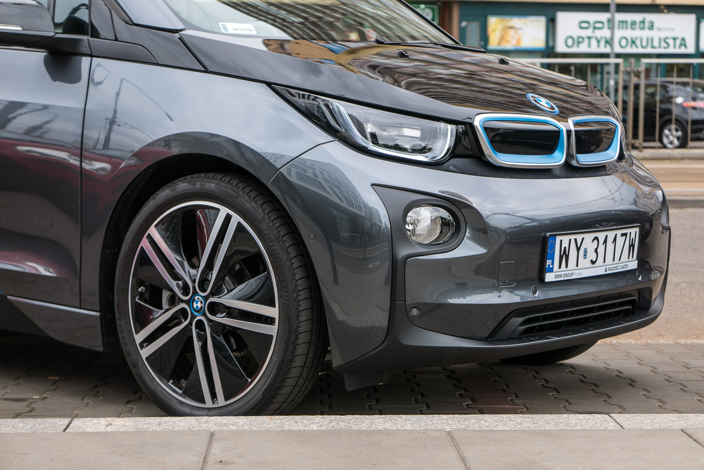 Czy warto już dziś kupić samochód elektryczny? Sprawdzamy BMW i3 w praktyce