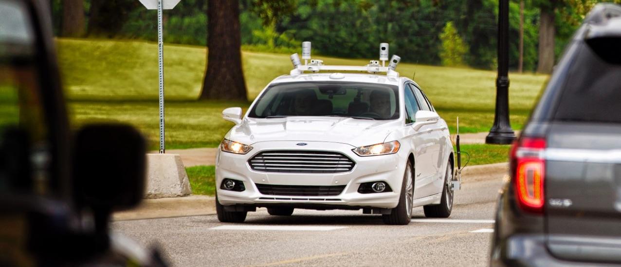 Ford już wie, kiedy jego autonomiczne samochody wyjadą na drogi. Ale jest haczyk…