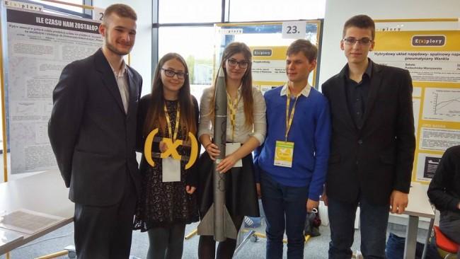 Zespół stojący za Infinity składa się z Alicji Cybulskiej, Agaty Dampc, Dawida Piepera i Michała Osieckiego. Wszyscy są uczniami I Liceum Ogólnokształcącego w Wejherowie.