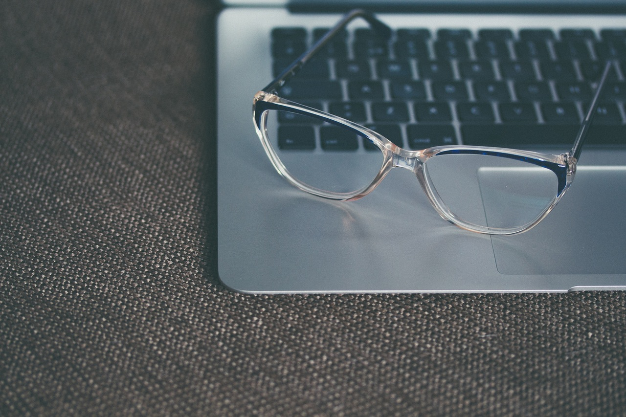O Google Glass mało kto pamięta, ale to nie powód, by branża tech odpuściła okulary
