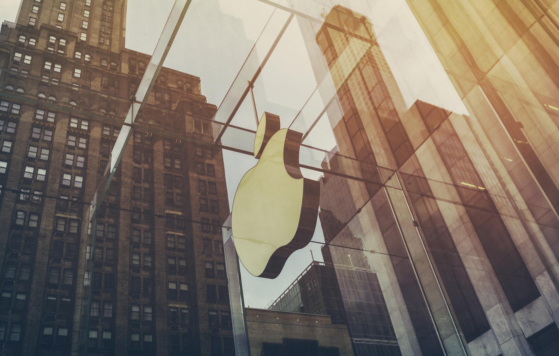 iPhone świętuje 10 urodziny. Jakie funkcje wprowadził pierwszy smartfon Apple, a czego w nim zabrakło?