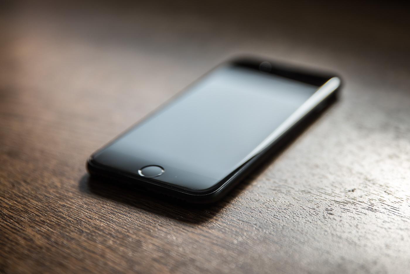 Czytnik linii papilarnych w iPhonie 8 może być z tyłu – hit czy kit? [DEBATA]