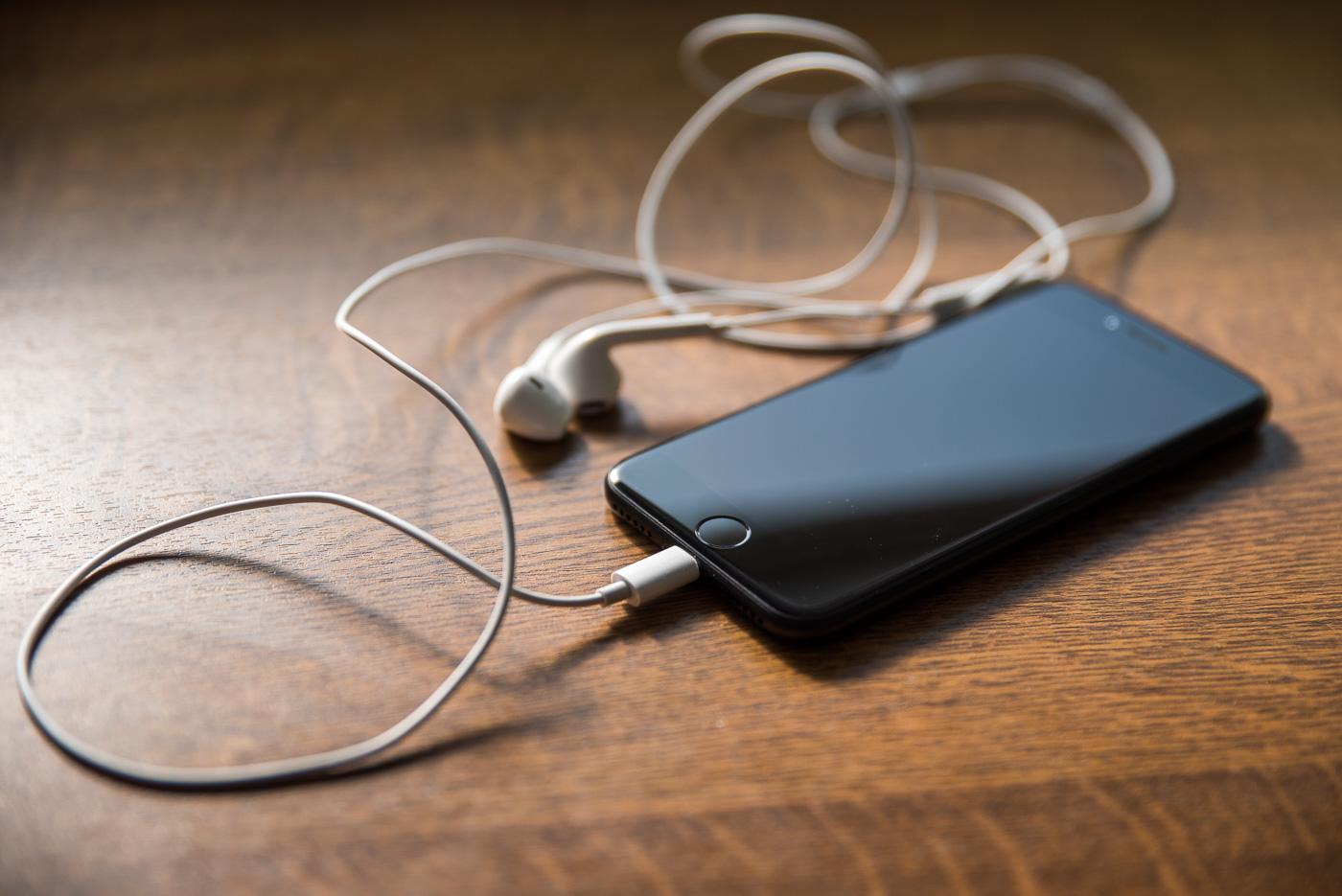 To nie brak minijacka w iPhonie 7 jest problemem, tylko brak jednego małego adaptera