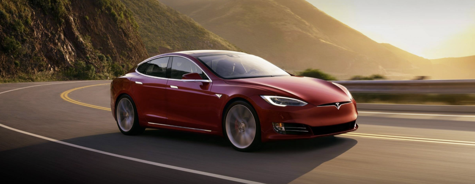 Tesla zaciąga ręczny. To już koniec darmowego i nielimitowanego pakietu internetowego w samochodach