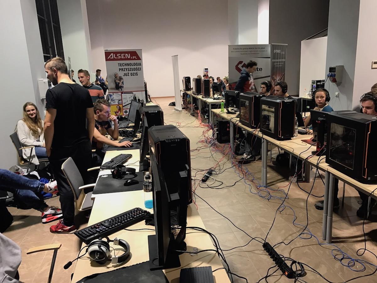Podczas dnia otwarcia Turnieju Check-Point przewinęło się ponad 400 graczy