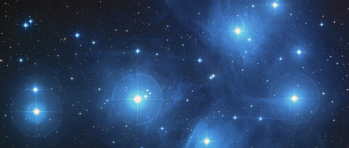 Plejady zachwycają nie tylko marzycieli. Spójrz w niebo i zobacz piękną gromadę gwiazd