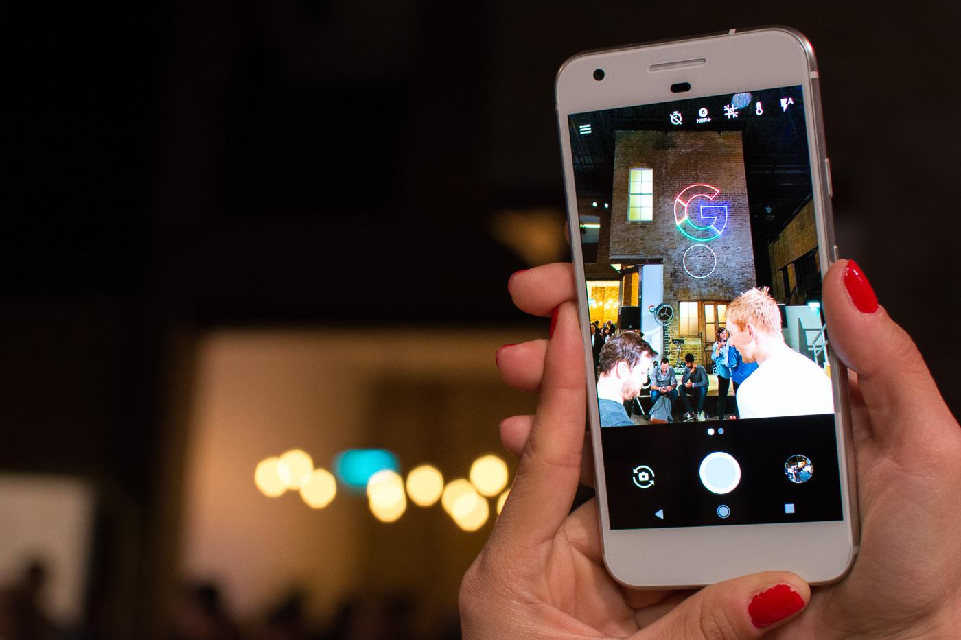 Google Pixel bez optycznej stabilizacji obrazu. O co tu chodzi?