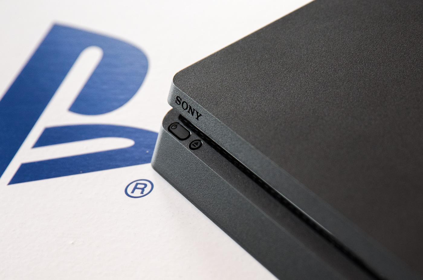 Co za oferta! Przed świętami PlayStation 4 Slim 1 TB kupisz za mniej niż 1000 zł