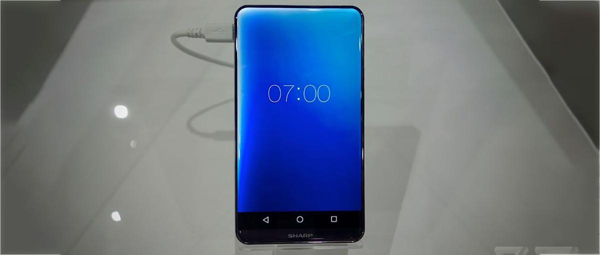 Niesamowity ekran robi wrażenia, ale pojawia się pytanie: jak chwycić taki telefon