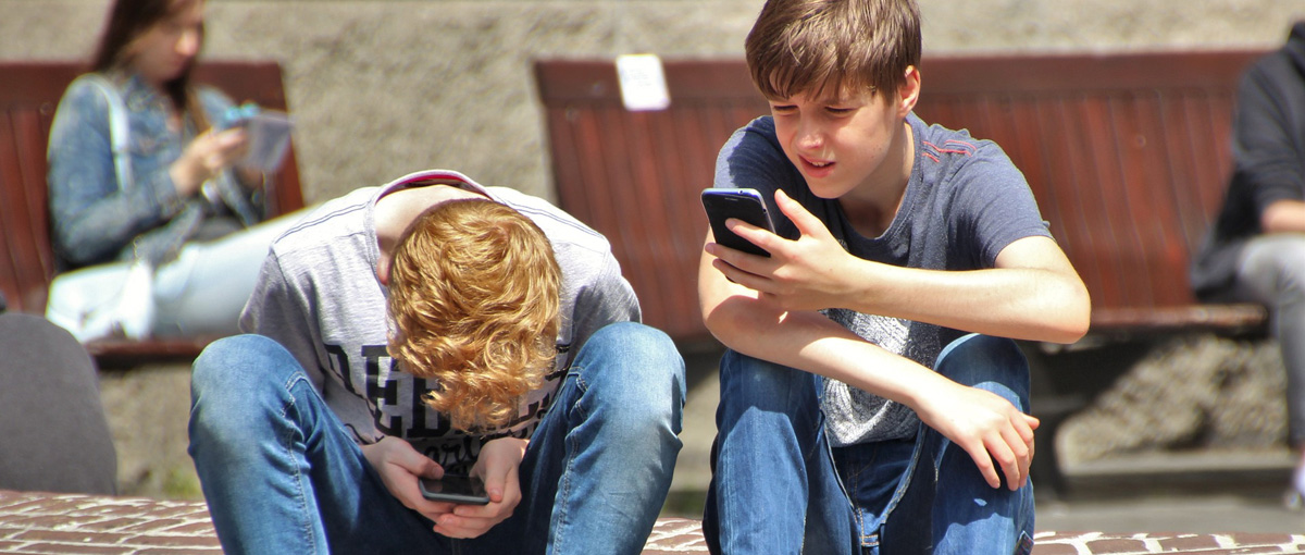 Ja, ty, my i on. Kilka scen z życia smartfonoholika