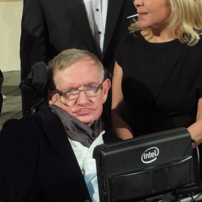 Stephen Hawking ostrzega przed sztuczną inteligencją.