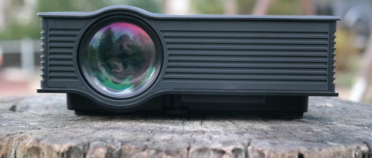 Sprawdziliśmy projektor za 300 zł, który jest dostępny wyłącznie w Biedronce