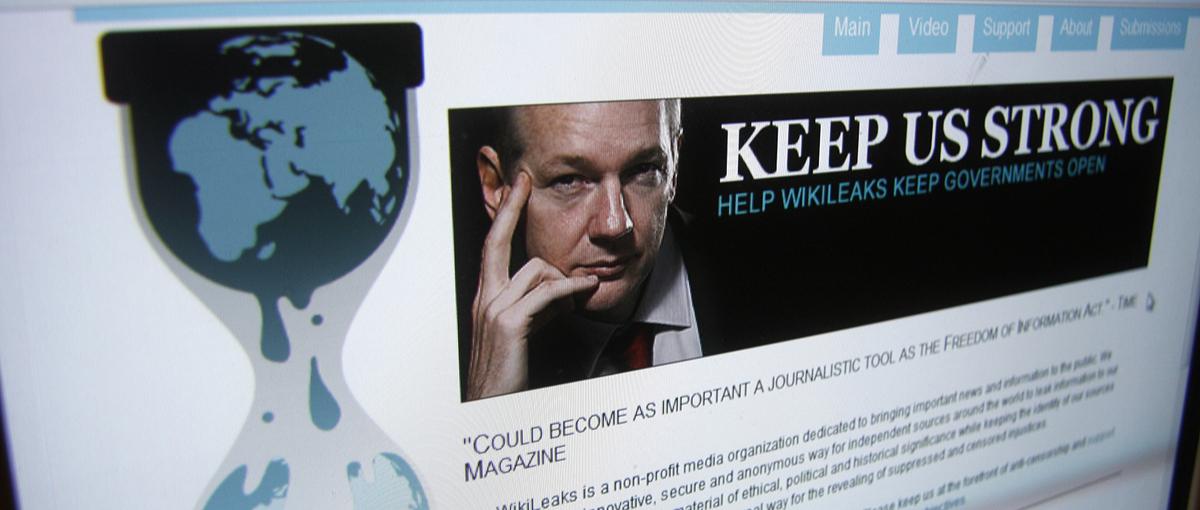 Za drzwiami Ambasady Ekwadoru, czyli Julian Assange Schrodingera