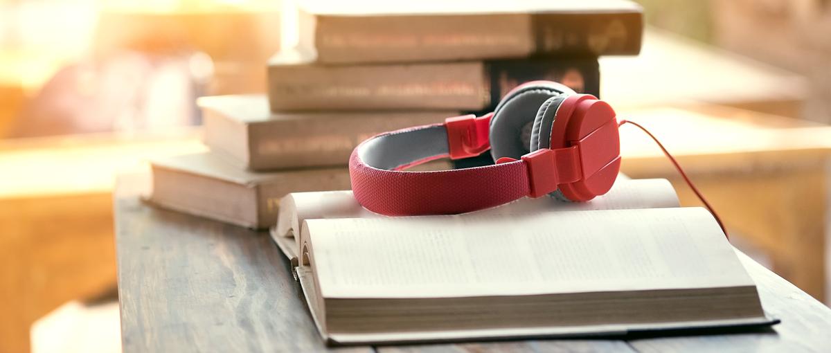 Naukowcy przywracają dobre imię audiobookom. Nasz mózg nie dostrzega różnicy między książką czytaną i słuchaną