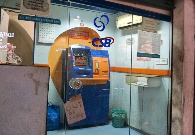 """""""Out of service"""" - bankomat w Maduraju"""