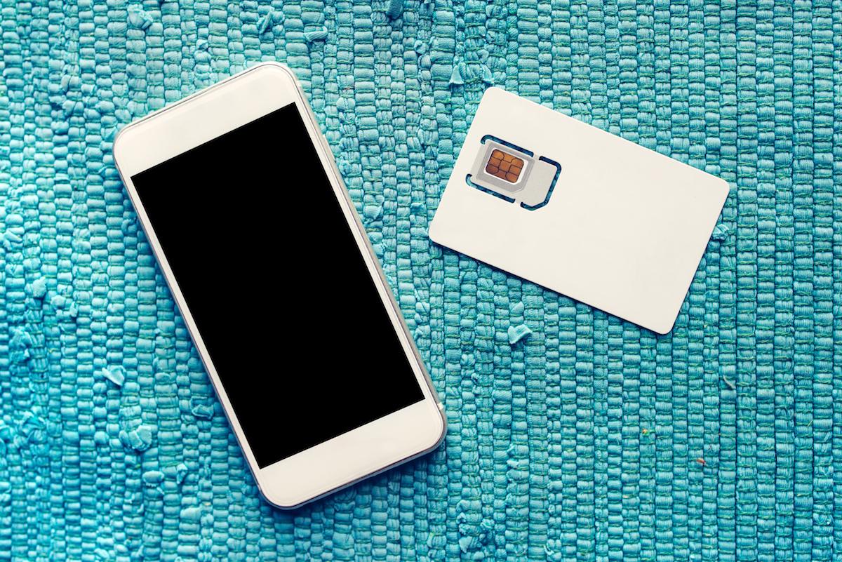 Jesteśklientem Play i wyjeżdżasz za granicę? Jeśli chcesz mieć internet w roamingu, zapamiętaj ten numer