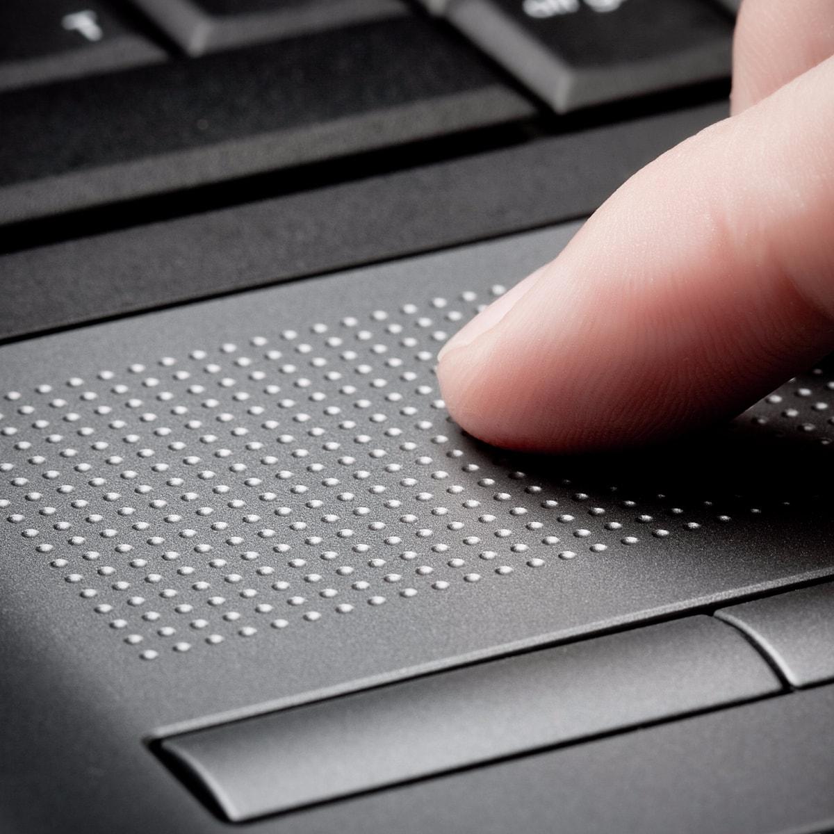 System Windows 10 wprowadził zaawansowaną obsługę gestów wykonywanych na gładziku. Te, wykonywane trzema palcami, mogą znacząco usprawnić pracę.