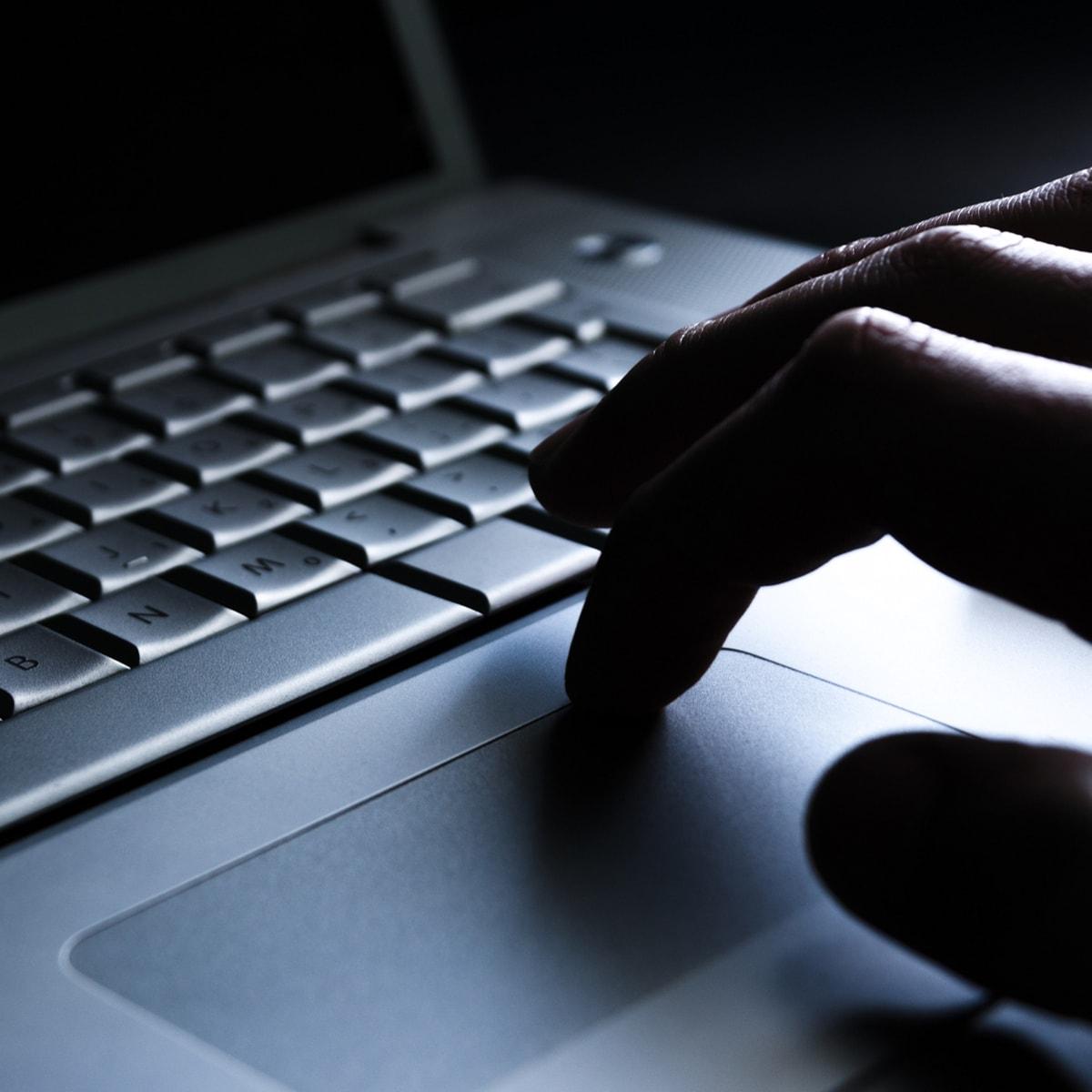 Obsługa komputera z systemem Windows 10 może być wygodna również bez myszki. Warto się jednak nauczyć kilku podstawowych gestów na touchpadzie.