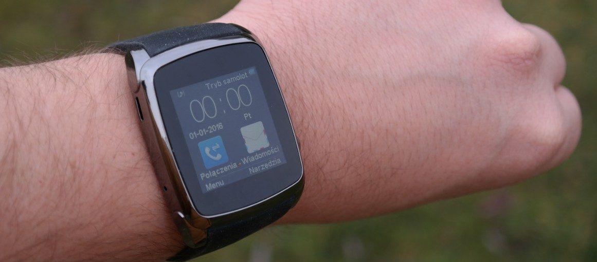 Szukasz taniego smartwatcha? Koniecznie sprawdź Hykker Chrono 2 z Biedronki