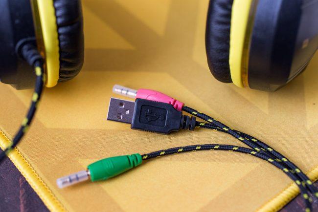 Hykker Gaming Sound XR to słuchawki dla graczy z Biedronki kosztujące 39,99 zł.