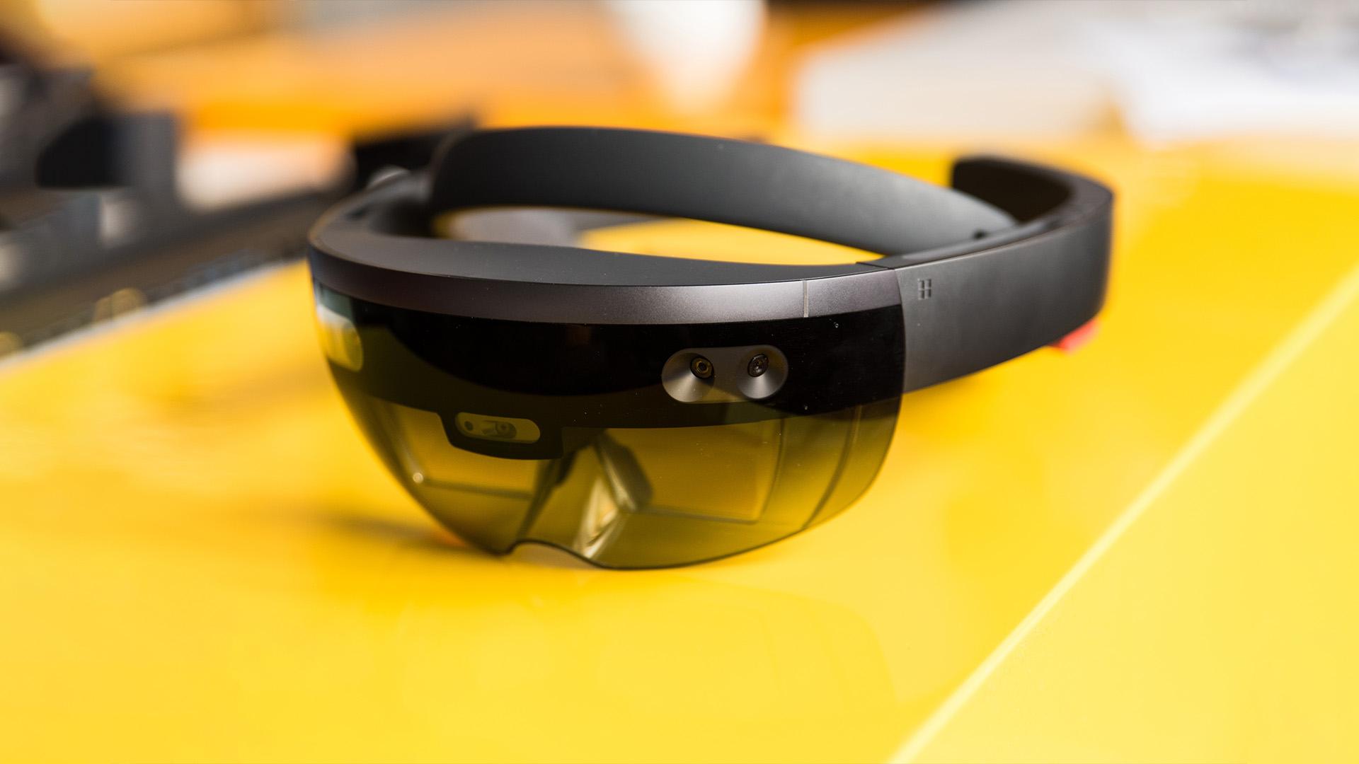 Microsoft nie jest w stanie stworzyć własnej platformy mobilnej, ale jego HoloLens mogą wyprzeć telefony z rynku