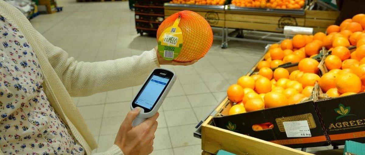 Tesco rozwiązuje problem kolejek w sklepach. Teraz towary zeskanujesz swoim smartfonem